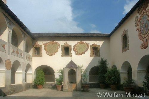 Saorge - Innenhof der Klosteranlage