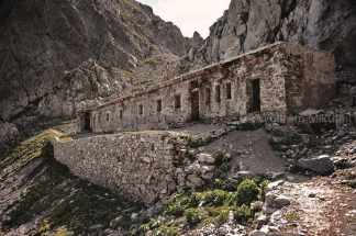 Colle di Finestra mit ehemaliger italienischer Militärunterkunft - Foto: © Wolfram Mikuteit
