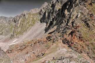 Colle di Ciriegia, 2.543 m, links Italien, rechts Frankreich - Foto: © Wolfram Mikuteit