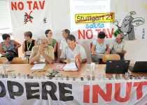 NO TAV: auf dem Forum gegen unnütze Großprojekte in Bussoleno - Foto: © Wolfram Mikuteit