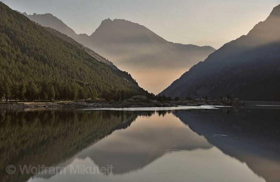 Lago di Ceresole, 1.573 m - Ausgangspunkt der Tour zum Colle della Crocetta. Foto: © Wolfram Mikuteit